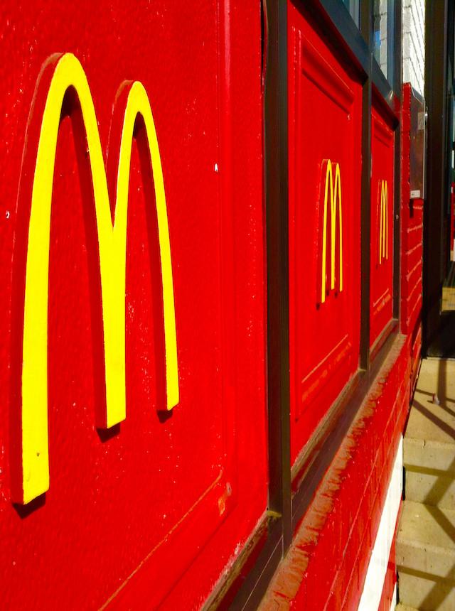 Logo McDonald's: storia e curiosità di una vera icona pop
